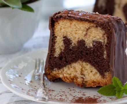 Veganer Marmorkuchen mit Schokoladenüberzug