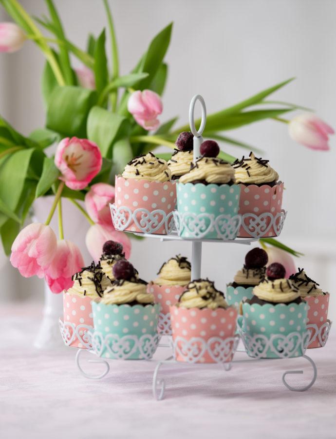 vegane Donauwellen-Cupcakes mit Buttercremehäubchen
