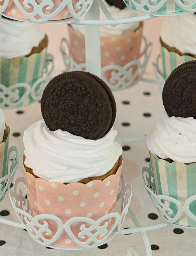 vegane Oreo-Cupcakes mit Sahnehäubchen